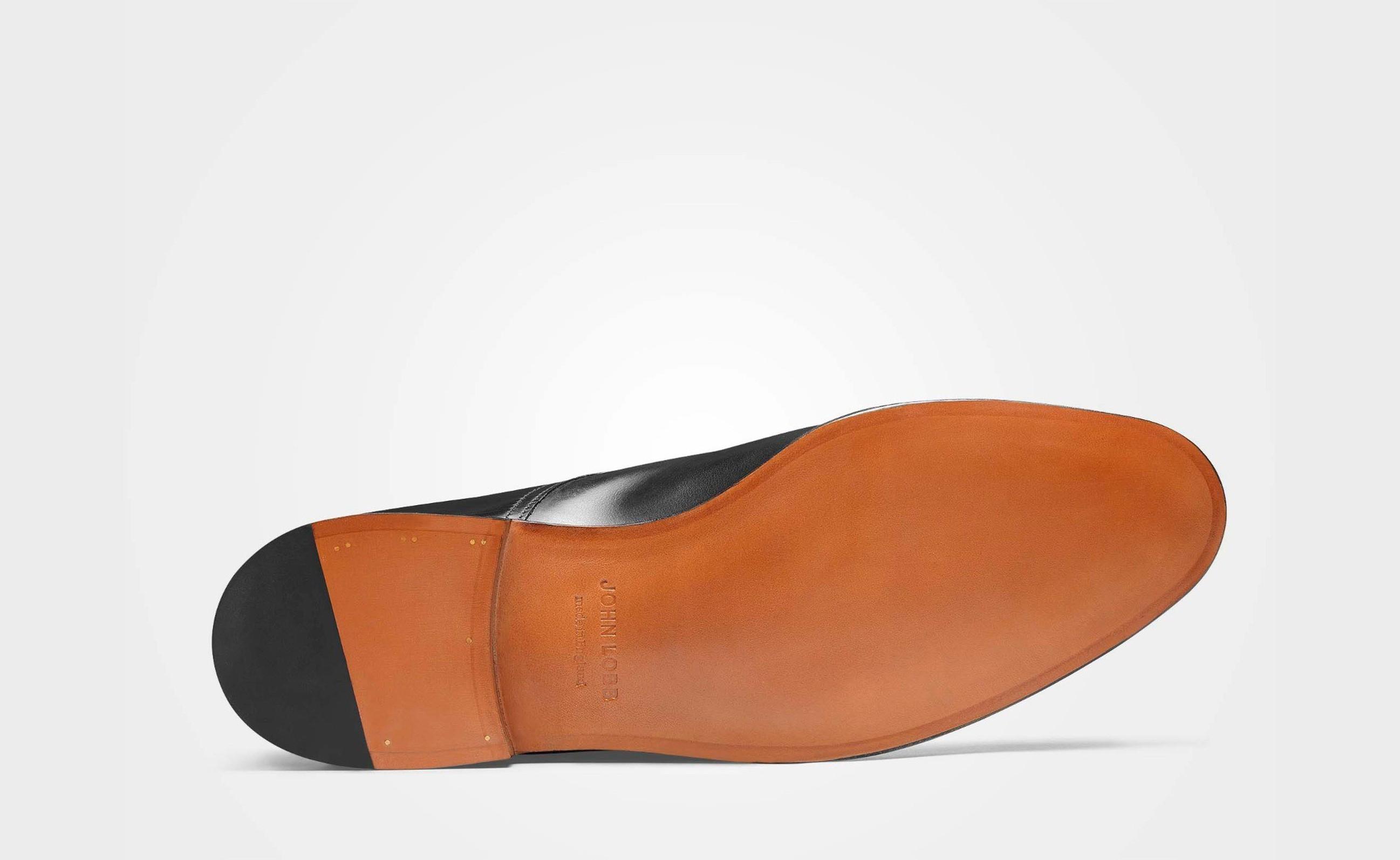 https://thumbor-gc.tomandco.uk/unsafe/trim/fit-in/2595x1594/center/middle/smart/filters:upscale():fill(ececec):sharpen(0)/https://www.johnlobb.com/static/media/catalog/product/1/6/166181le1r_cleve_black-museum-calf_sole_2.jpg